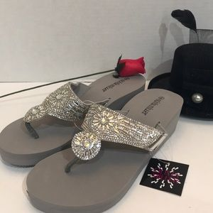 Olivia Miller Women's Silver Thong Sandal Size 9